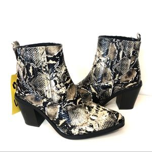 🆕 Seven7 Snakeskin Cowboy Eve Ankle Boots 9